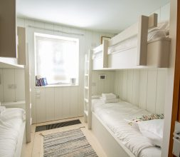 The Houseboat Poole Poole Hamworthy Dorset Midships Cabin Bedroom Award Winning Holiday Property